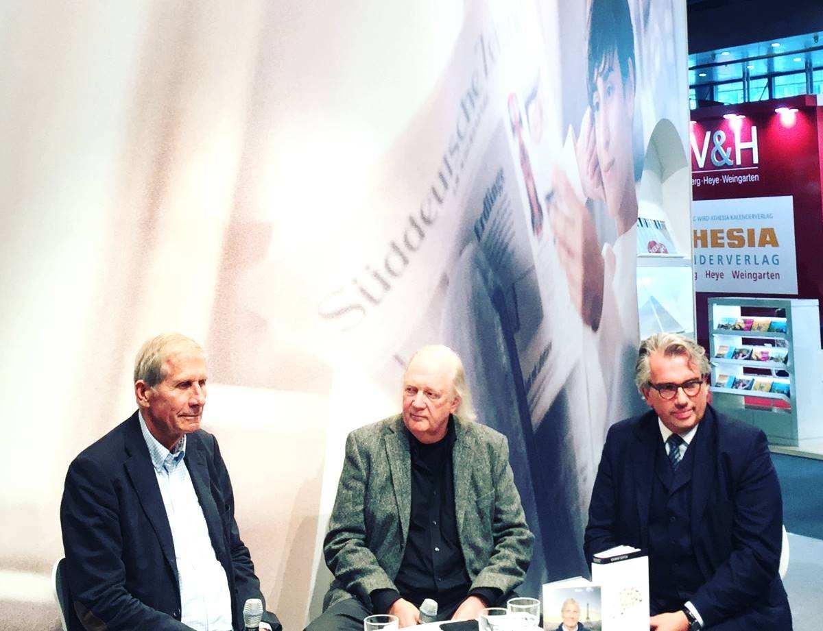 Restaurantkritiker Jürgen Dollase sitzt mit Wickert bei Buchmesse Frankfurt 2017 in Talkrunde Süddeutsche Zeitung