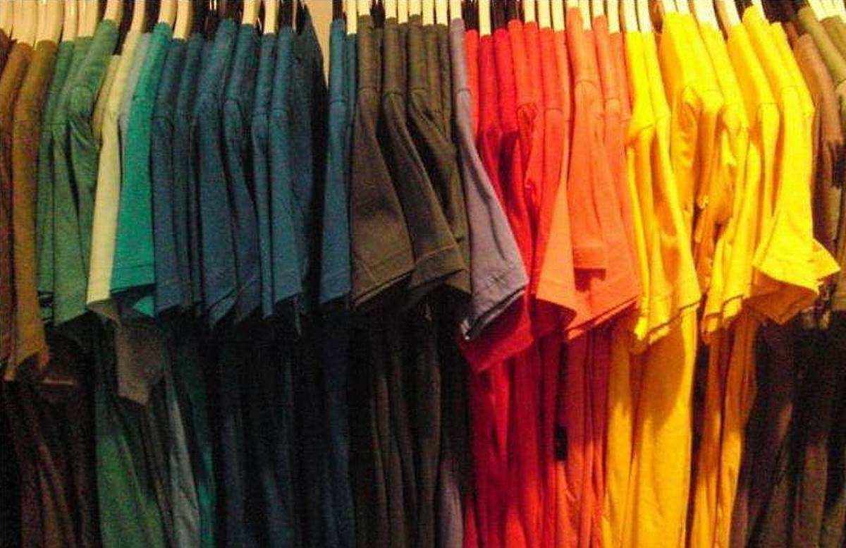 Farbe im Kleiderschrank