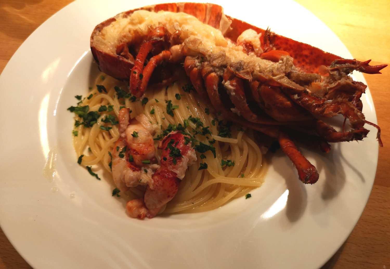 Hummer mit Beurre blanc auf Spaghetti