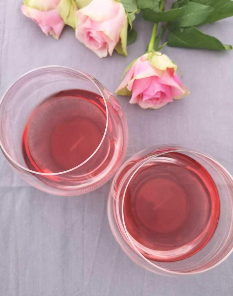 Dark Horse Wine Rose