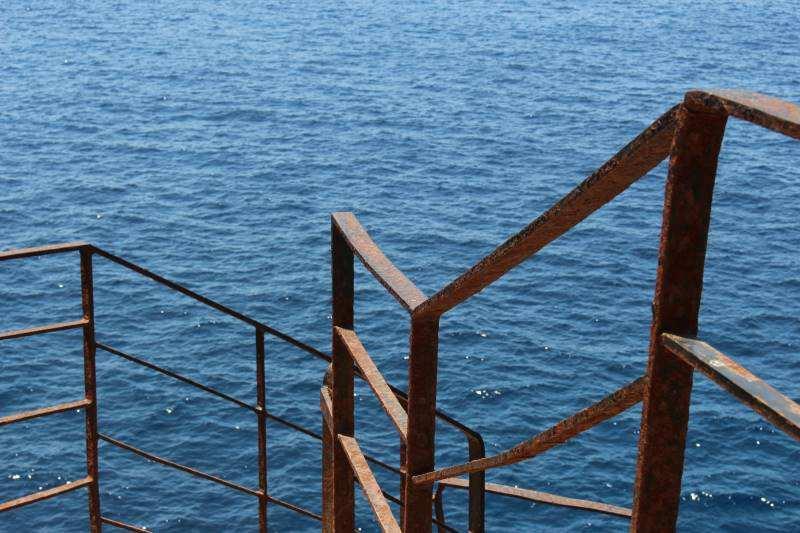 Treppe ins Meer auf Sardinien
