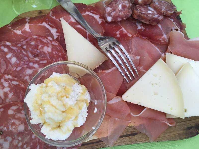 italienische Wurst als Vorspeise auf Sardinien