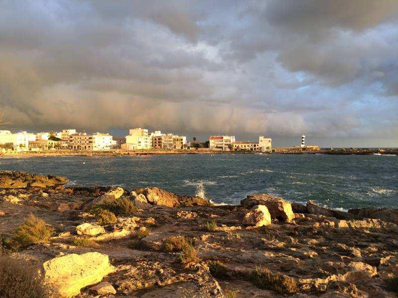 Die Bucht im Sonnenlicht bei Colonia San Jordi, Mallorca